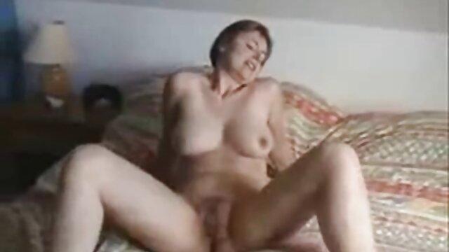 Cの中の若い男のオープニング 女子 の ため の 無料 エロ 動画